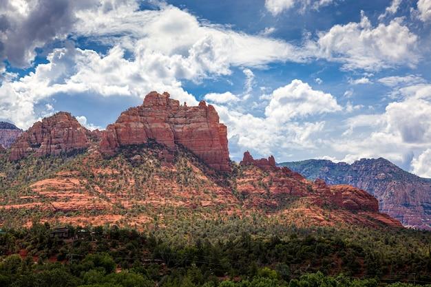 アリゾナ州セドナ近郊の山々