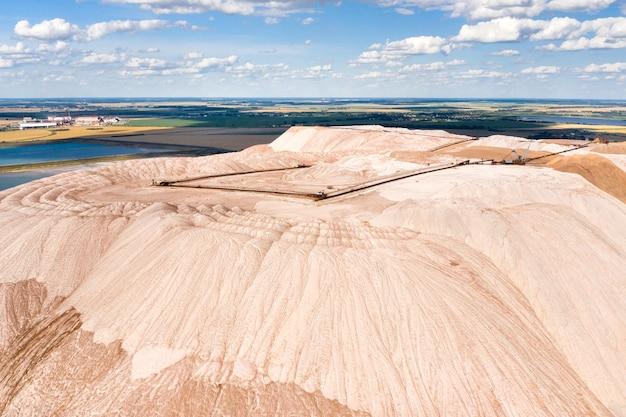 Горы продуктов для производства калийной соли