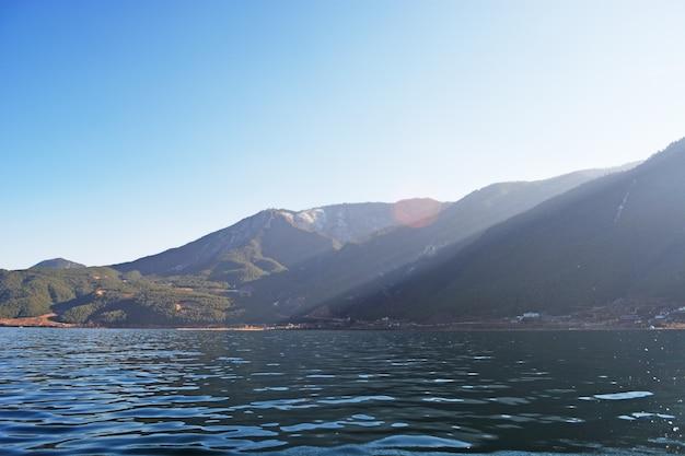 당신의 발에 호수와 산