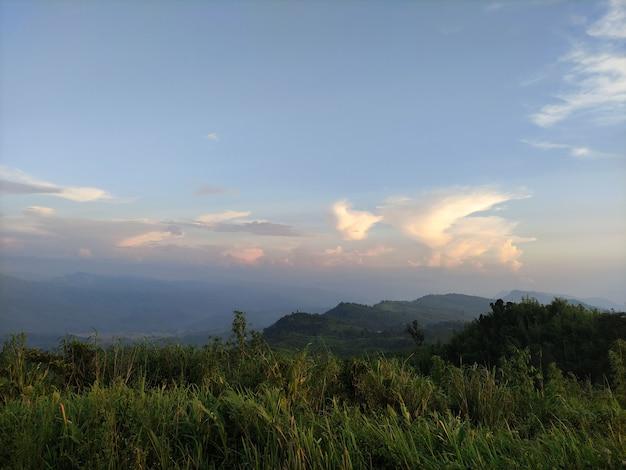 山腹の風景写真