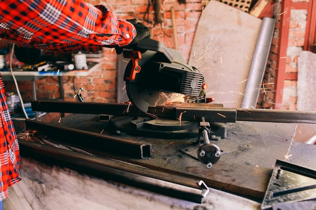 Mounting saw saw blade circular table