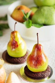 梨の実の形をしたムースデザート