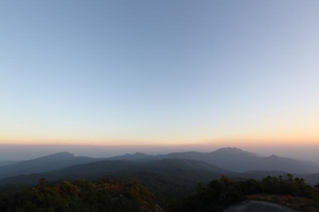 석양의 산