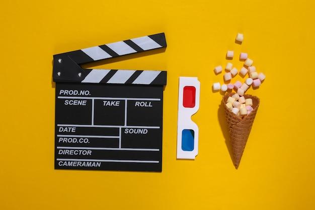 映画の下見板張り、ポップコーンとアイスクリームワッフルコーン