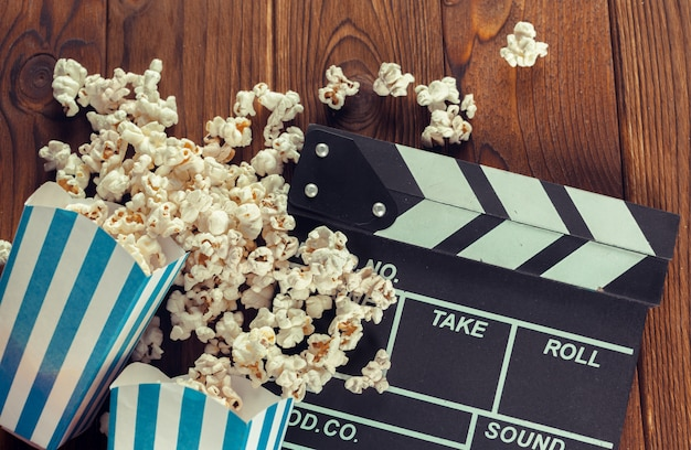 Кино клаппер доска в попкорне