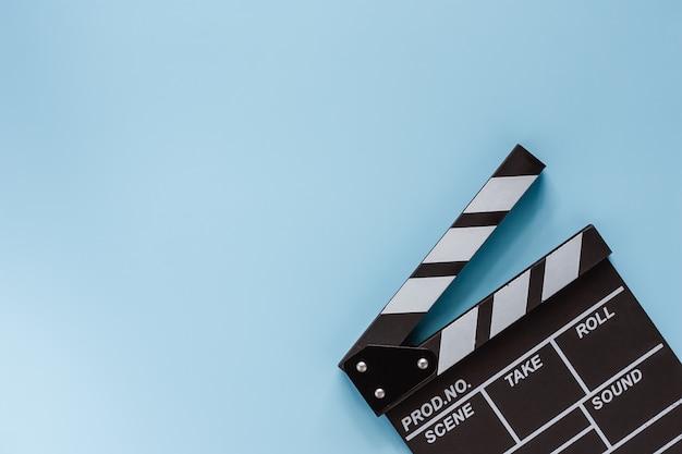 촬영 장비에 대 한 파란색 영화 클 래퍼 보드