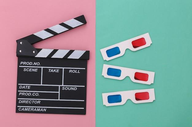 Доска трещотки кино с ретро очками 3d на розовом голубом пастельном фоне. кино, кинопроизводство, кинопроизводство, индустрия развлечений. вид сверху