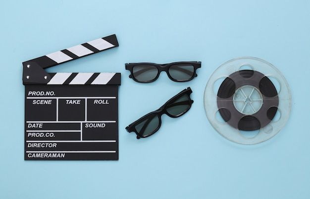映画のクラッパー、フィルムリール、青の3dメガネ。エンターテインメント業界。シネマ