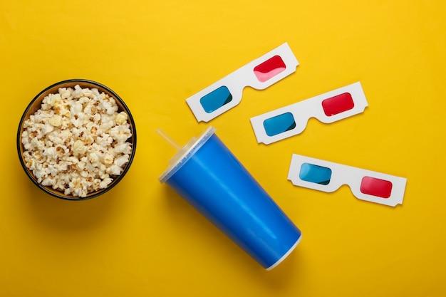 映画の時間立体アナグリフ使い捨て紙3dグラス紙コップの飲み物とポップコーンボウル。上面図