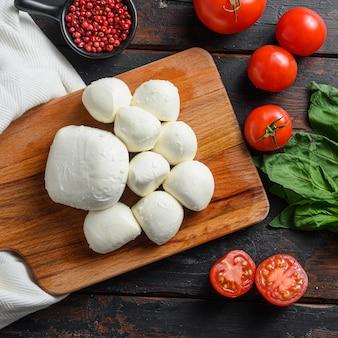 모짜렐라 치즈 볼, 체리 토마토, 신선한 유기농 바질