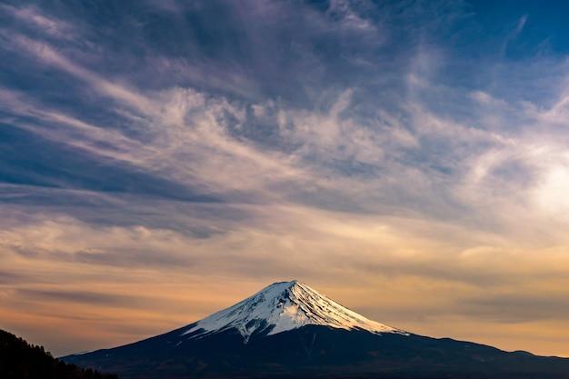 Mt. фудзи в кавагутико фудзиёсида, япония.