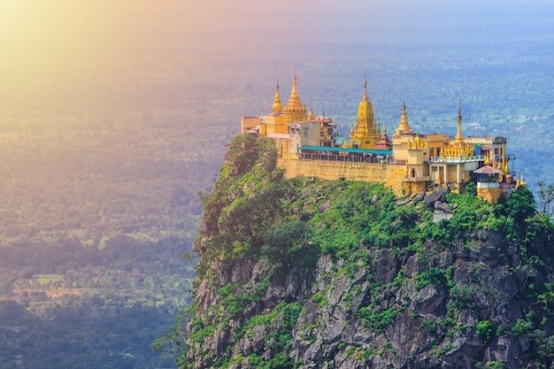 Mt. попа или маунт-попа - это старый вулкан в багане, мандалае, мьянма.