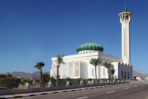 이집트 도시의 무바라크 모스크 이슬람 교회 샤멜셰이크 건축 랜드마크의 큰 모스크