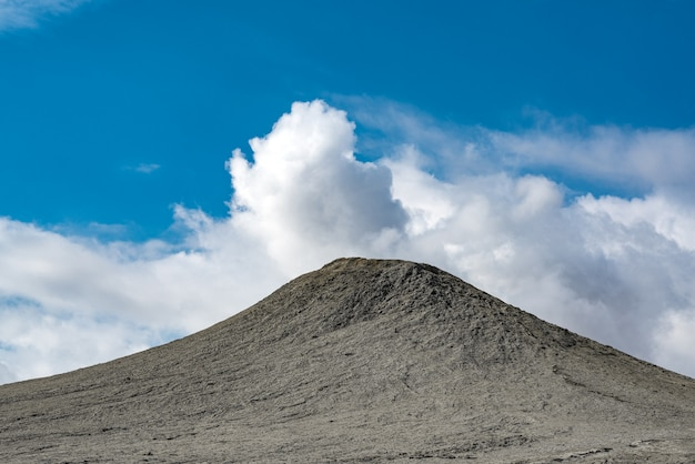 진흙 화산, 놀라운 자연 현상