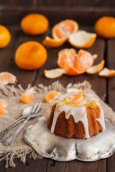 Muffin with mandarin and cream