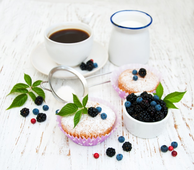 Muffins with fresh berries