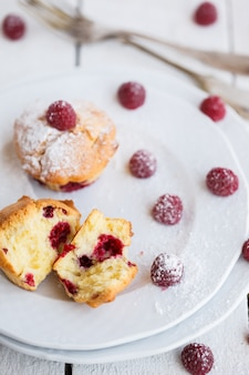 Muffins with raspberries,sprinkled with powdered sugar.