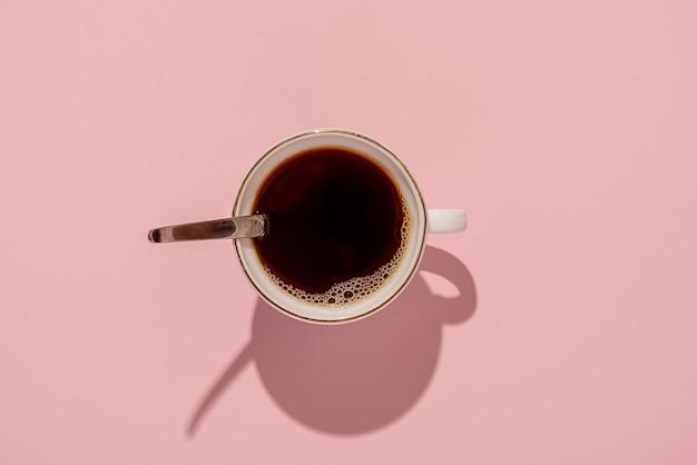 핑크에 블랙 커피 머그잔