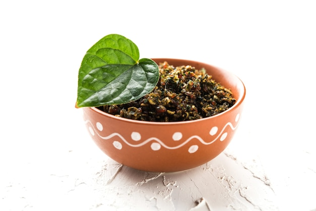 ムクワまたはタンブルは、パンマサラの細かい混合物です。食後に消費されるインドで人気の芳香剤です。 pujaの女神ドゥルガーデーヴィーにも提供されます