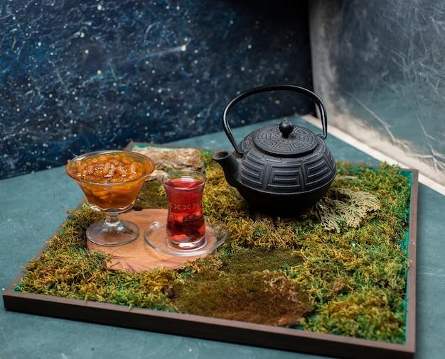 Тутовое варенье и чай