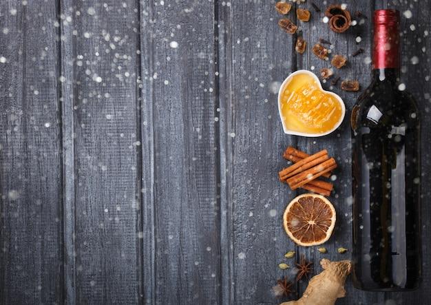 Ингредиенты для глинтвейна. рождественский или зимний согревающий напиток.
