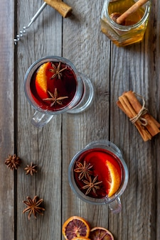 シナモンとオレンジのホットワイン。ホットドリンク。冬。レシピ。