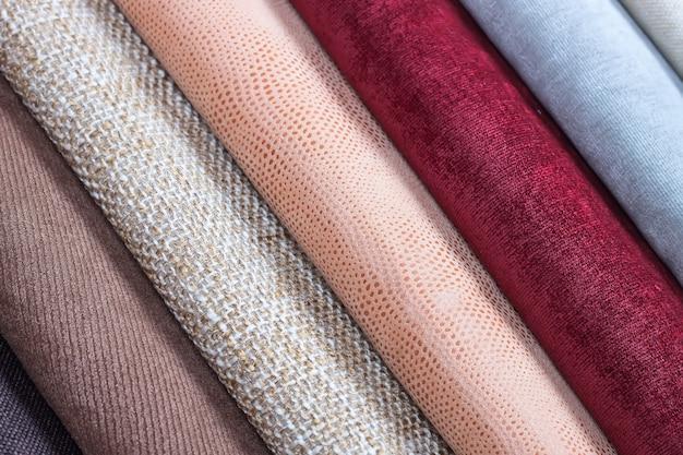 Образцы разноцветной текстуры ткани. малая глубина резкости