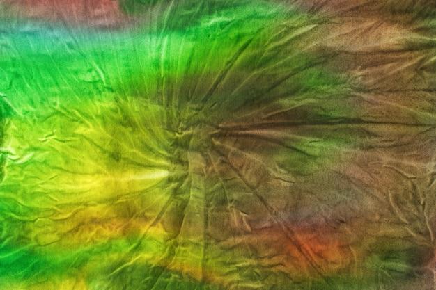 Разноцветная ткань, окрашенная в стиле тай-дай. плоская планировка.