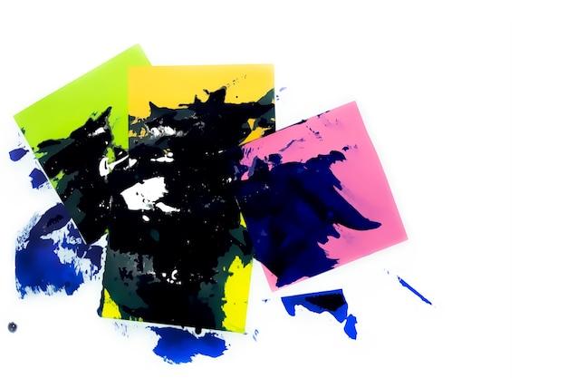 ペンキを塗ったマルチカラーの紙ステッカー。抽象的な背景のクローズアップ。ビジネスのコンセプト。