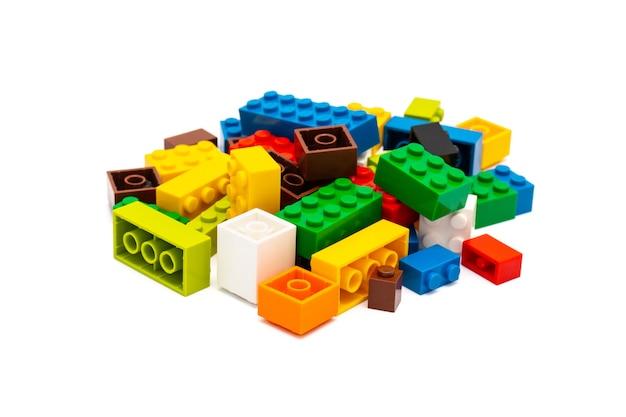 マルチカラーのプラスチック製ビルディングブロックのおもちゃ