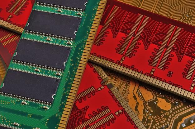 랜덤 액세스 메모리의 여러 색상 스트립
