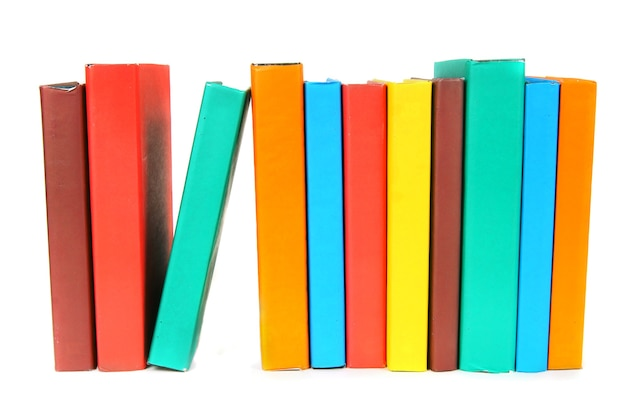 マルチカラーの本。白い背景に。