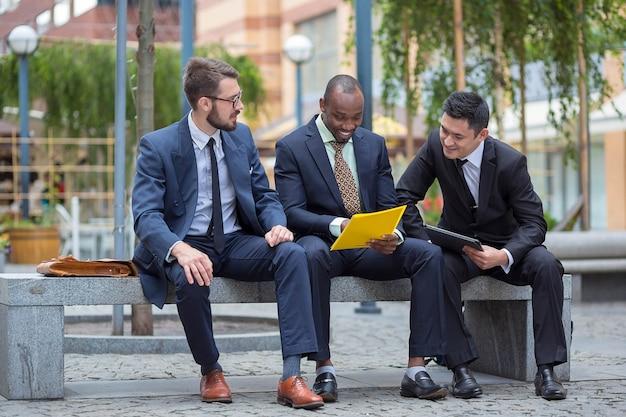 Squadra multietnica di affari
