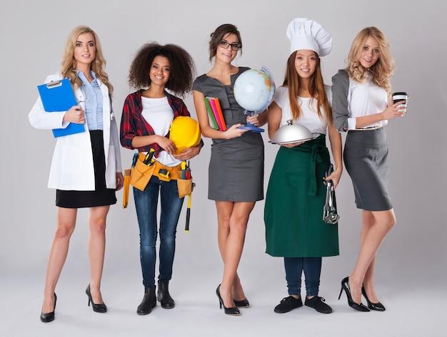 다양한 직업을 가진 여성의 다 인종 그룹