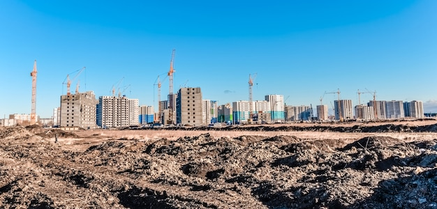 다층 주택 및 타워 크레인 / 건설 현장 및 건설 기계