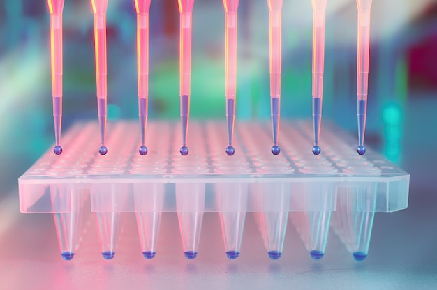 Multichannel pipette tips for dna analysis.