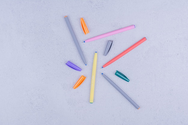 Matite lineari multicolore per colorare o creare mandala