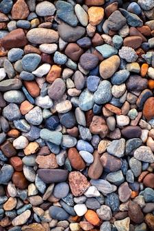 石の垂直背景としての多色小石