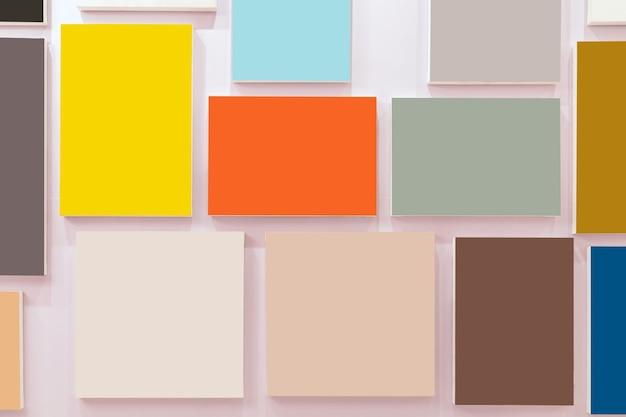 벽 배경, 인테리어 갤러리 위에 여러 가지 빛깔의 사진 프레임