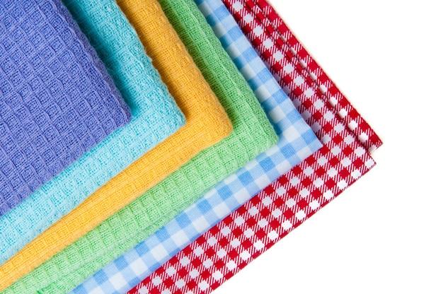 Разноцветная скатерть на белом, фиолетовом, синем, желтом, зеленом