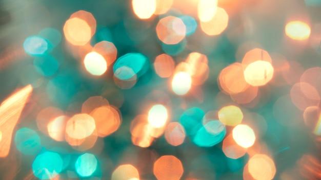 Разноцветные расфокусированные боке огни фон - горизонтальные обои, плакат. стильный, праздничный и элегантный снимок. модные цвета. освещение, свет, эффекты блеска. праздничное украшение.