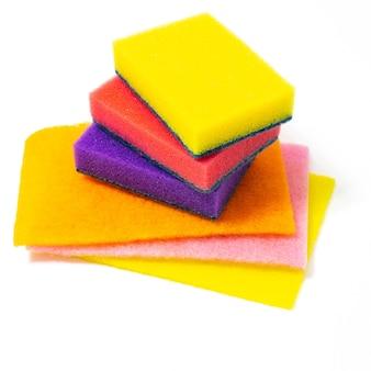 Разноцветные поролоновые губки для мытья посуды