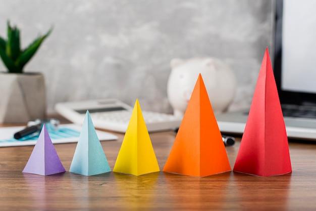 Coni di crescita multicolori
