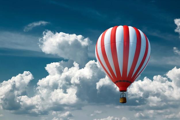 Разноцветные, большие воздушные шары на фоне голубого неба