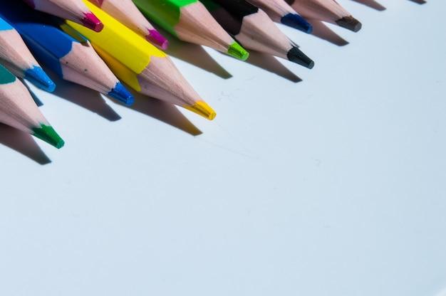 Разноцветные карандаши.