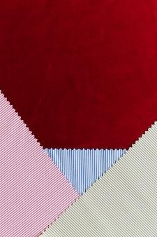 와인 색 바탕에 여러 가지 빛깔 된 줄무늬 직물