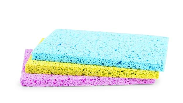 흰색 배경에 고립 된 바디 워시를위한 여러 가지 빛깔의 수건