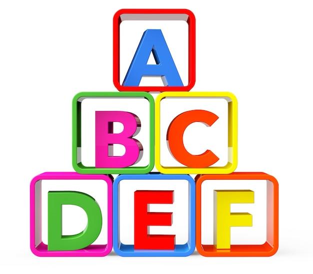 Разноцветные кубики в виде подставки с буквами abc на белом фоне