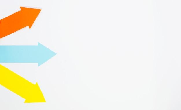 Frecce multiple che puntano a destra con spazio di copia
