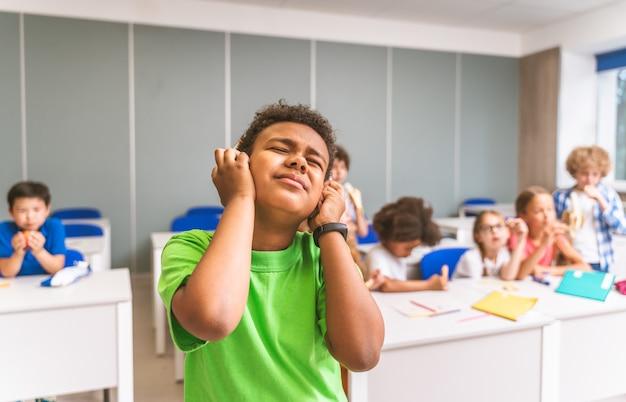 초등학교에서 아이들의 다인종 그룹